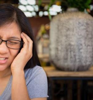 dolor de cabeza lado izquierdo y oido